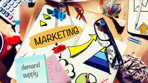 marketing-sketchbook-on-messy-desk-Feature_1290x688_KL-940x501